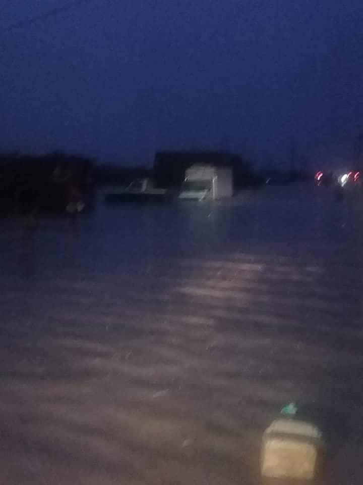 تجمع مياه وسط مدينة ألاك - (المصدر: مواقع التواصل الاجتماعي)