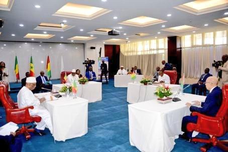 بداية الجلسة المغلقة (المصدر: الرئاسة المالية)