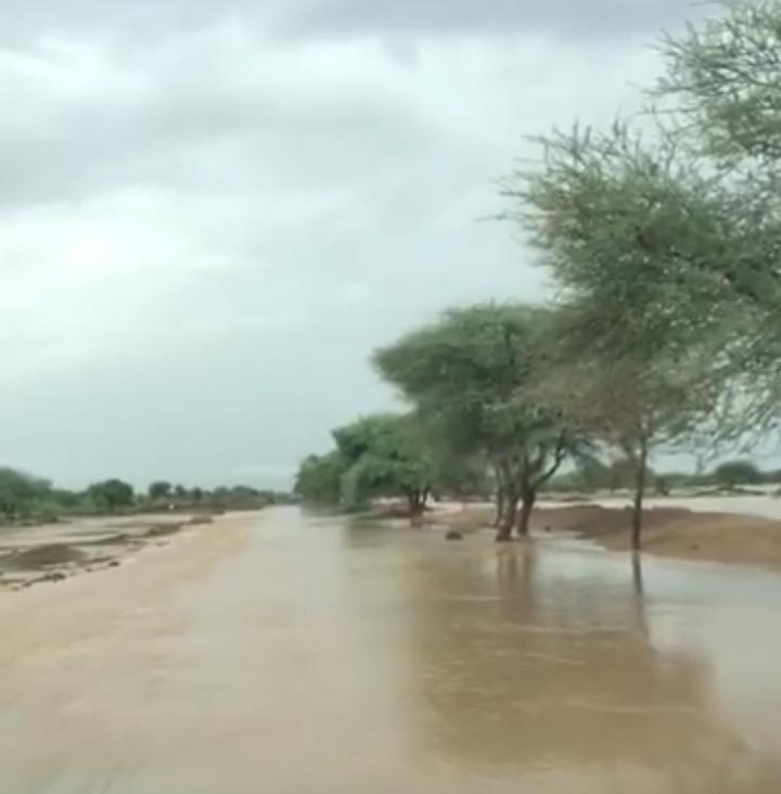 السيول تقطع طريق الأمل بولاية الحوض الغربي
