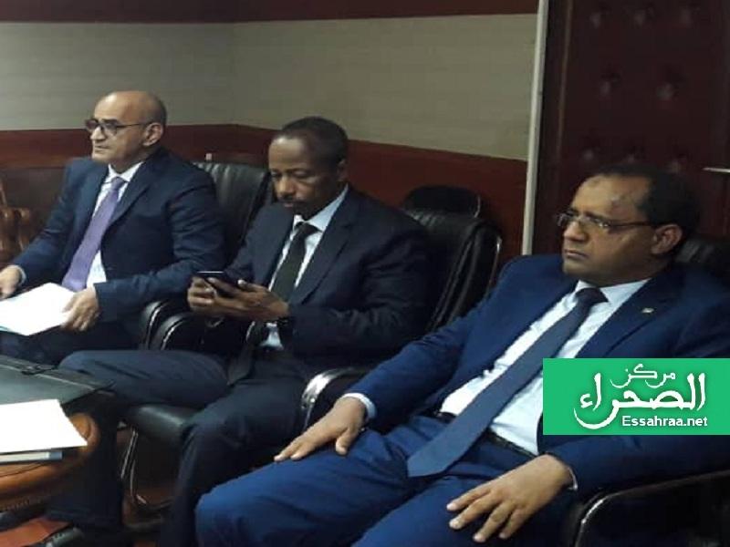 وزير العدل يتوسط وزيري النقل والصيد - (المصدر: الصحراء)