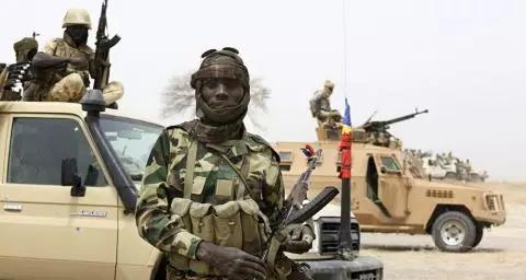 Tchad : Création d'un Conseil militaire de transition dirigé par Déby fils