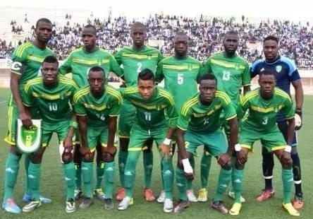 CAN : les joueurs de l'équipe nationale de foot débutent les entrainements