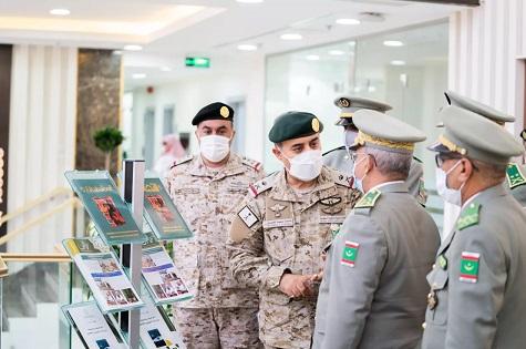 Le CEMGA rend visite à la direction de l'Alliance militaire islamique (photos)
