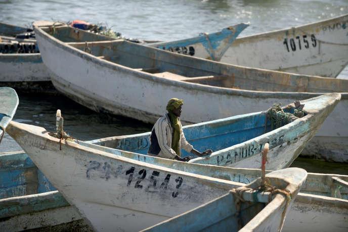 """Journal français :, le secteur de la pêche pris dans les mailles du """"corona"""
