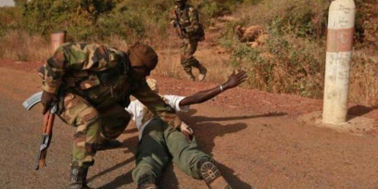 Mali : arrestation de militaires accusés d'avoir torturé des civils