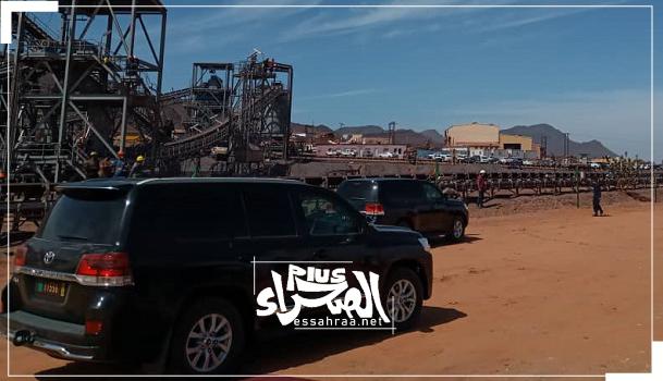 وصول الموكب الرئاسي إلى المنجم - (المصدر: الصحراء)