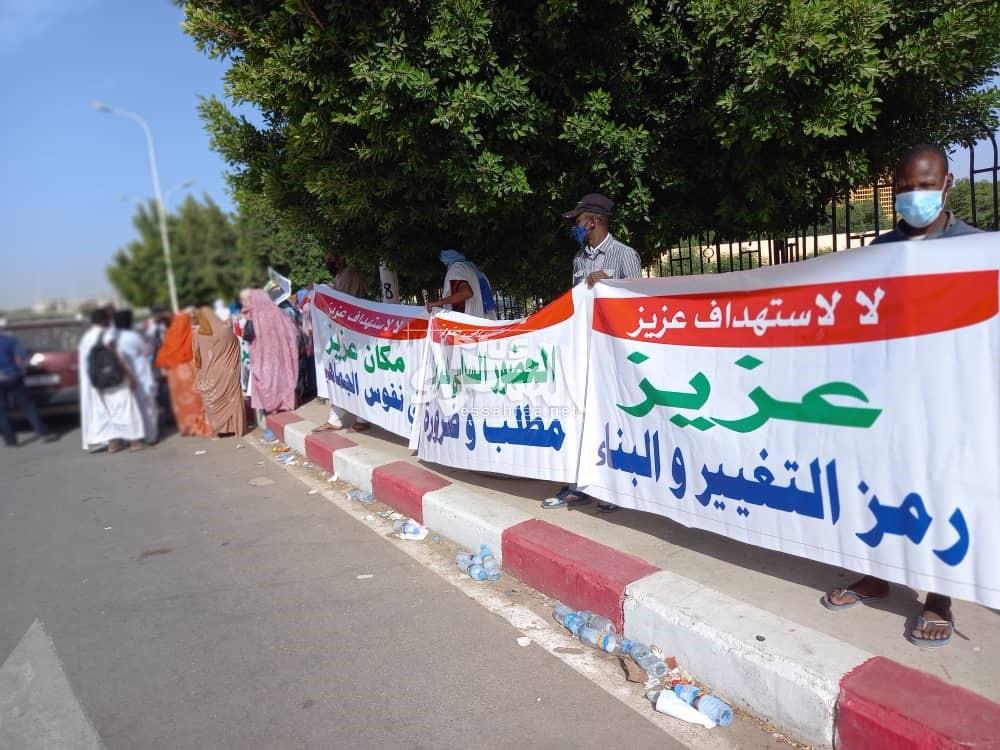 انصار ولد عبد العزيز يحتجون أمام قصر العدل ـ (المصدر: الصحراء)
