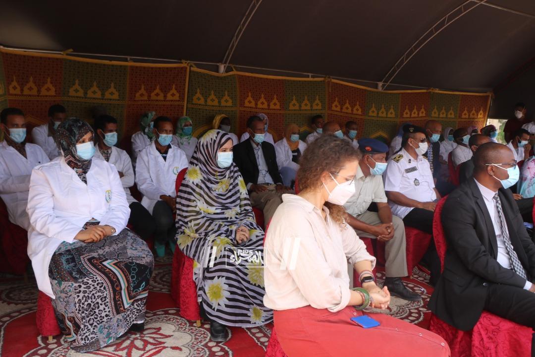 جانب من زيارة الوزير لمعهد البحوث-(المصدر: الصحراء)