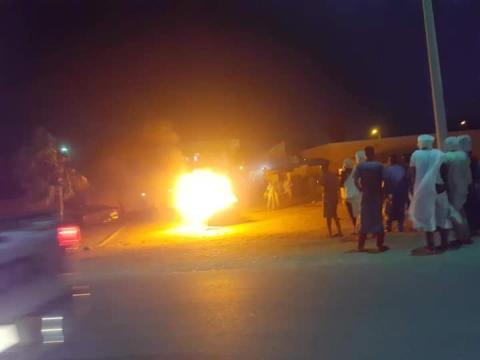 جانب من حادث احتراق السيارة أمام مستشفى الأمومة والطفولة (شبكات التواصل الاجتماعي)