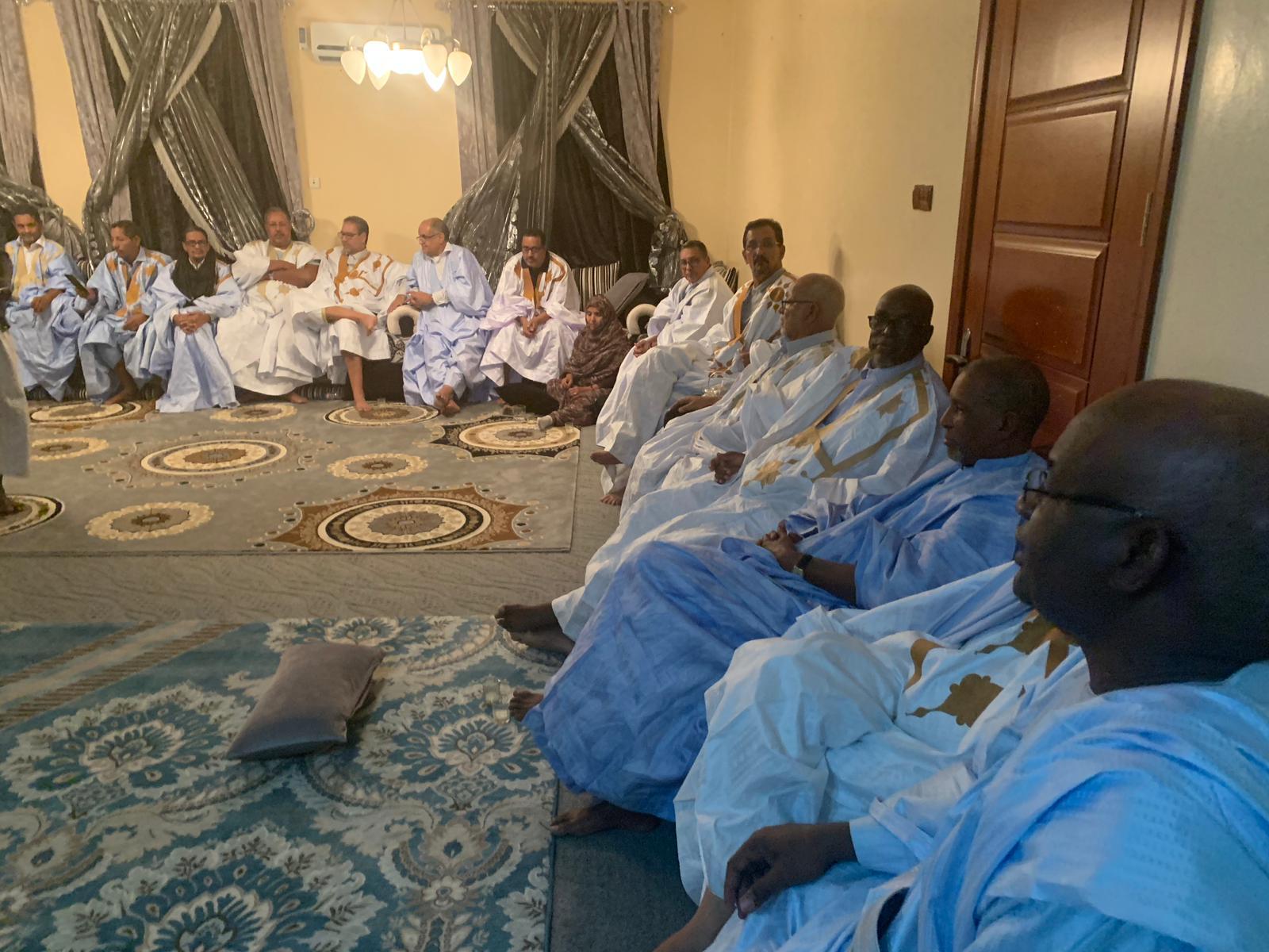 اجتماع أعضاء مجلس الشوخ السابق مساء أمس (المصدر: انترنت)