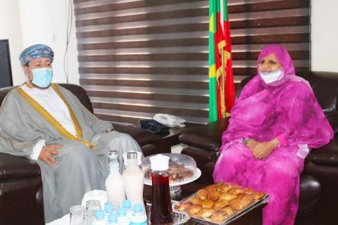 اجتماع رئيسة جهة نواكشوط والسفير العماني -المصدر (جهة نواكشوط)
