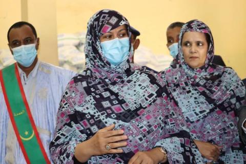 """وزيرة التجارة خلال زيارة لدكاكين """"عملية رمضان""""- المصدر: الصحراء"""