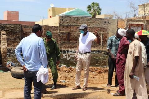 وزير المياه والصرف الصحي خلال زيارة للمدينة - (المصدر الصحراء)