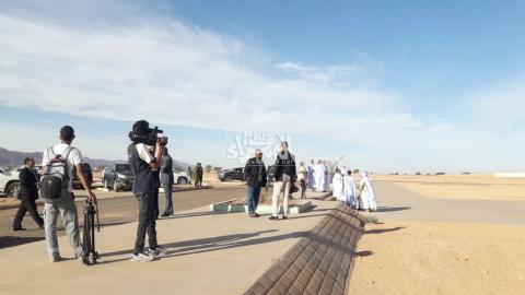 أمام مطار ازويرات ـ (المصدر: الصحراء)