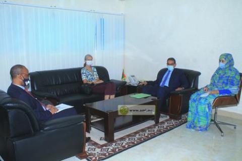 وزير الصيد في لقاء مع الرئيسة المساغعدة للبعثة الآلمانية ـ (المصدر: وما)