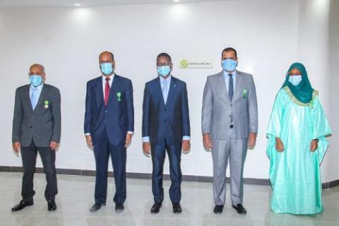 الوزير الأول يوشح موظفين بالوزارة ـ (المصدر: وما)