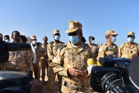 جانب من المشاركين في حملة التنظيف (موقع الجيش)