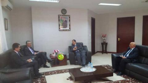 لقاء الوزير مع السفير الفرنسي بنواكشوط