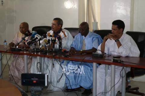 أعضاء من لجنة التحقيق البرلمانية في مؤتمر صحفي- (أرشيف الصحراء)