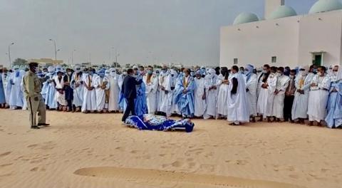 الصلاة على جنازة ولد ابريد الليل ـ (المصدر: الإنترنت)
