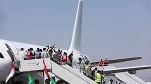 مقاتلون حوثيون مفرج عنهم يصلون إلى مطار صنعاء. 16/10/2020 © رويترز