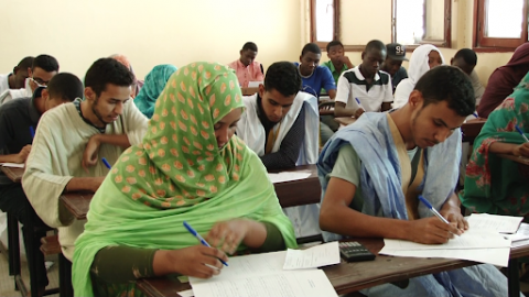 طلاب موريتانيون يؤدون امتحان الباكلوريا - (المصدر: الإنترنت)