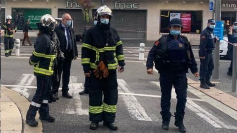 رجال شرطة في موقع الحادث - (الإنترنت)