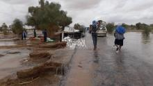 اضطر الركاب للسير مشيا - (المصدر: الصحراء)