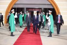 الرئيس غزواني أثناء توجهه إلى الكويت - (أرشيف و.م.ا)