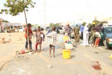 متسولون عند ملتقيات طرق العاصمة نواكشوط ـ (المصدر: الإنترنت)