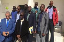 القائم بأعمال السفارة السنغالية في انواكشوط خلال زيارته لمركز إيواء اللاجئين (المصدر: وما)