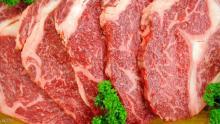 يحذر الخبراء من تناول اللحوم الحمراء