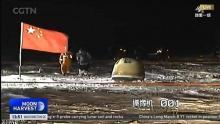 الصين نصبت علمها عند موقع التقاط الكبسولة على الأرض