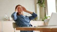 هناك العديد من الأسباب وراء الشعور بالصداع بعد الأكل