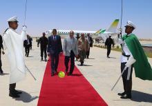 ولد عبد العزيز لدى وصوله مطار نواكشوط (و م أ)