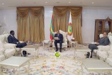 جانب من لقاء ولد عبد العزيز مع وزير الخارجية السنغالي (و م أ)