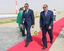 ولد عبدالعزيز رفقة وزيره الأول (المصدر: وما)