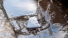 كيف تنقذ هاتفك عند سقوطه في الماء ؟ - (المصدر:انترنت)
