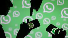 قرار واتساب بإنهاء دعم بعض الهواتف وأنظمة التشغيل لن يؤثر على العديد من المستخدمين (رويترز)