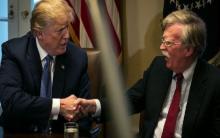 الرئيس الأميركي رفقة مستشاره القومي - (المصدر: وول ستريت جورنال)