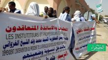 وقفة لعقدويي التعليم الأساسي والثانوي أمام الرئاسة (الصحراء)