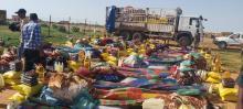 مفوض الأمن الغذئي يقم مساعدات للمتضررين من الأمطار باحوض الشرقي ـ (المصدر: الإنترنت)