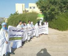 وقفة لدكاترة العلوم الشرعية المعطلين أمام وزارة الشؤون الإسلامية (المصدر: انترنت)