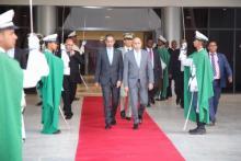 الرئيس غزواني متوجها إلى الطائرة (المصدر: وما)