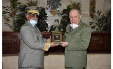 جانب من زيارة قائد الأركان للجزائر ـ (المصدر: موقع الجيش)
