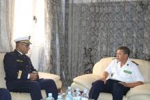 قائد البحرية الوطنية مع رئيس البعثة الجزائرية (موقع الجيش)