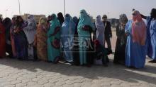 """سكان حي """"القطاع 20"""" بدبي يحتجون أمام الرئاسة ـ (المصدر: الصحراء)"""