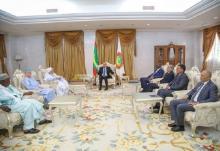 لقاء الرئيس غزواني بالشيخ عبد الله بن بيه ووزراء الساحل - (المصدر: وما)