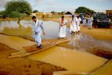 زعيم المعارضة يزور المناطق المتضررة من السيول ـ (المصدر: الإنترنت)