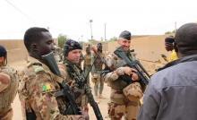 جنود فرنسيون وماليون (المصدر: الانترنت)